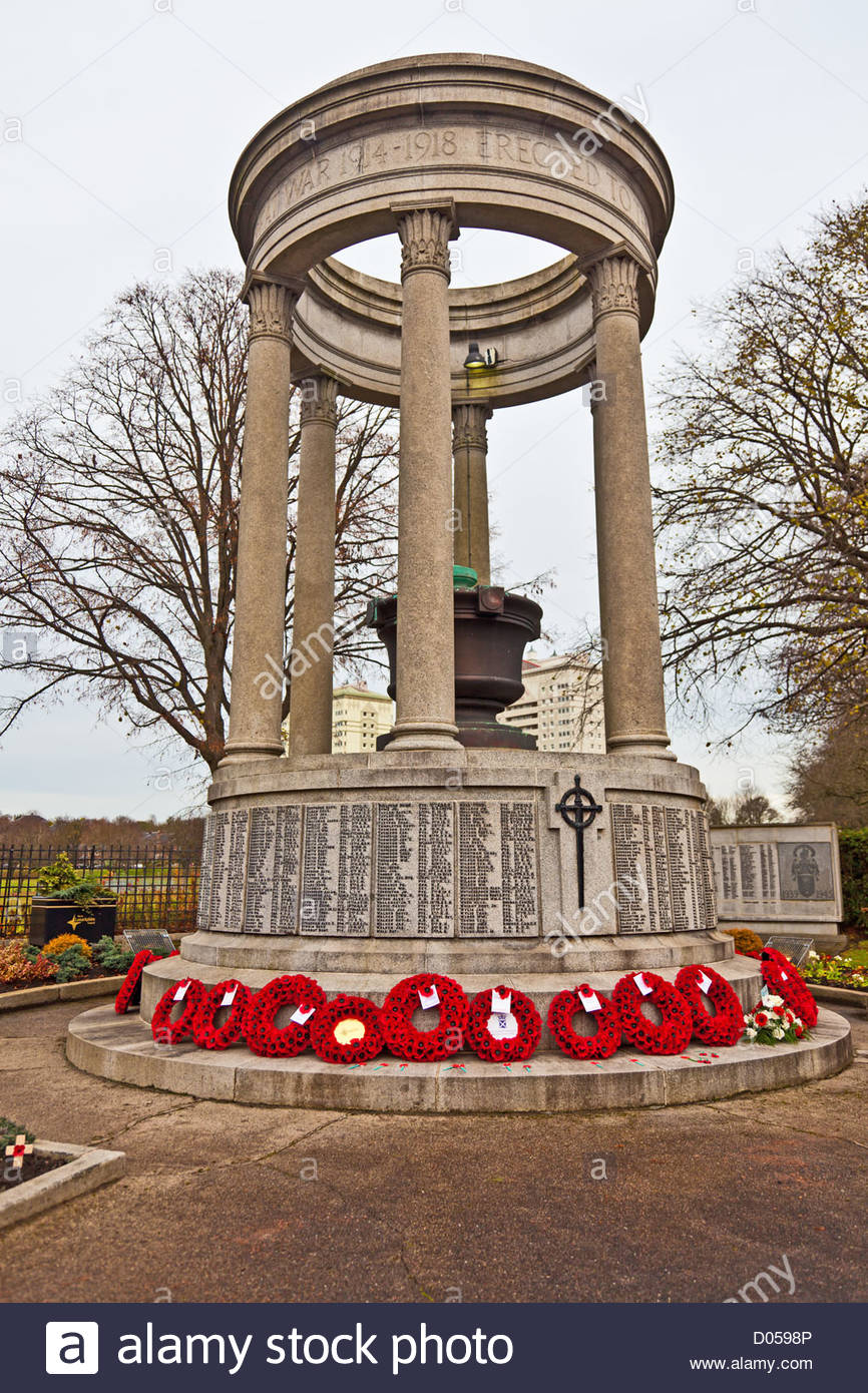 poppy-wreaths-laid-at-the-cenotaph-in-coatbridge-north-lanarkshire-D0598P.jpg