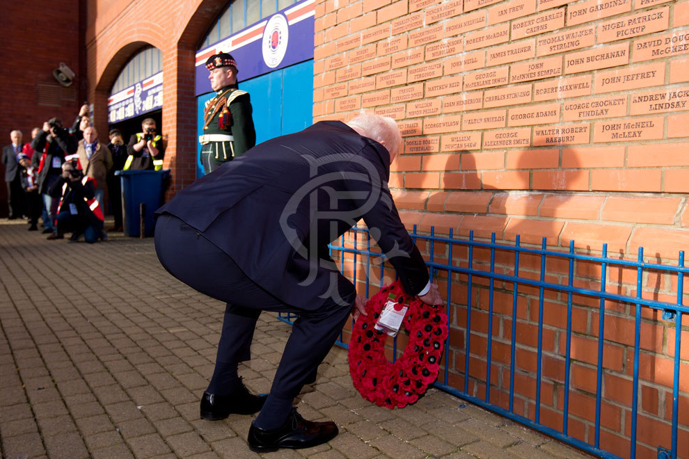 041117_wreath_laying_remembrance_day_05.jpg